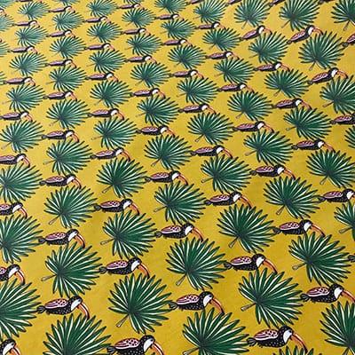Tissu coton imprimé toucan palmier moutarde de haut