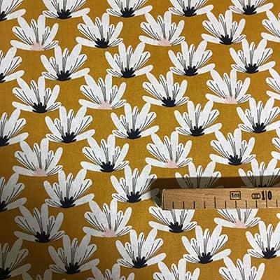 Tissu coton imprimé fleurs moutarde avec mètre