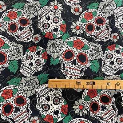 Tissu coton imprimé tête de mort coloré mètre