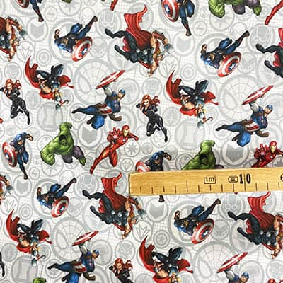 Tissu Disney Les Avengers personnages mètre